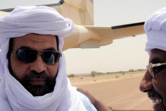 Iyad Ag Ghali, chef du groupe islamique d'Ansar Eddine (à gauche), le 7 août 2012.