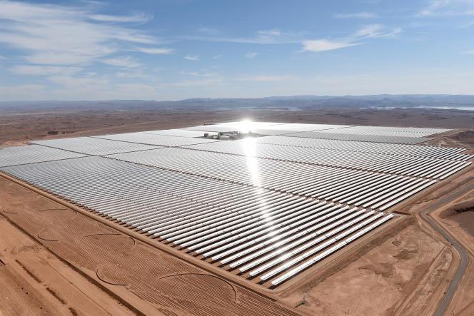 Les miroirs de la centrale solaire Noor 1, à quelque 20 kilomètres de la ville de Ouarzazate, dans le centre du Maroc, en février 2016.
