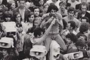 Henri Weber (au centre) lors d'une manifestation en Mai 68.