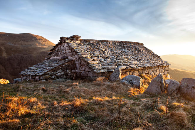 Parmi les biens proposés par Casalino, ce refuge dans le Cantal.