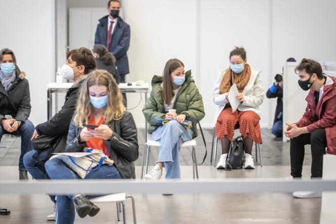 Dans un centre de vaccination, à la porte de Versailles, à Paris, le 6 mai 2021.