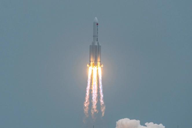 La fusée chinoise Longue-Marche 5B à son décollage sur le site de lancement de Wenchang, le 29 avril 2021.