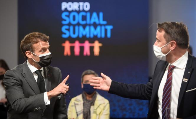 Le président de la République, Emmanuel Macron, et le premier ministre luxembourgeois, Xavier Bettel, à Porto, le 7 mai 2021.