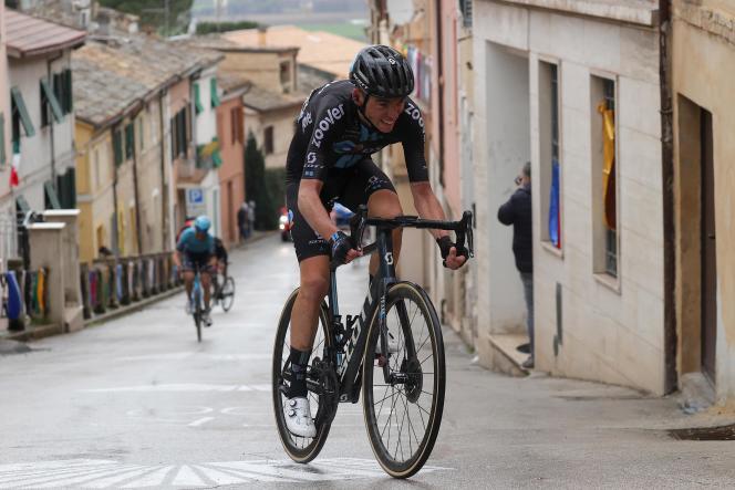 Romain Bardet, lors d'une étape de la courseTirreno-Adriatico, le 14 mars 2021.