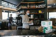 Bar le Flash, qui sert des cafés et vend beaucoup de cigarettes,Le Mée-sur-Seine (Seine-et-Marne), le 22 avril.