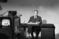 """Selon Serge Moati, François Mitterrand «n'aimait pas la caméra, cet """"œil noir"""", comme il l'appelait»."""