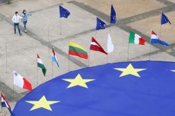 Place Schuman, devant le siège de la Commission européenne, à Bruxelles, le 8 mai 2021.