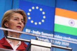 Ursula von der Leyen lors d'une conférence virtuelle avec le premier ministre indien Narendra Modi, à Bruxelles, le 15 juillet 2020.