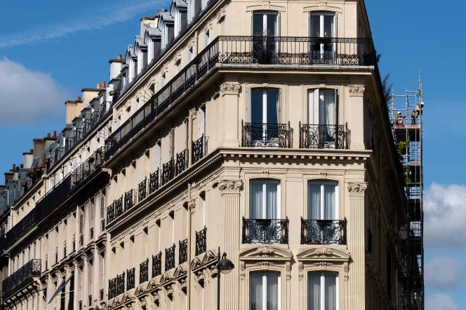 Un immeuble à Paris, le 30 juillet 2020.