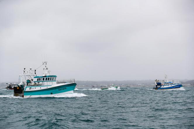 Le 6 mai, une cinquantaine de bâteaux français ont tenté de bloquer le port de Saint-Hélier, à Jersey, pour protester contre les nouvelles conditions de pêche imposées par le Royaume-Uni post-Brexit.
