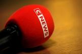Un microphone portant le logo de la chaîne CNews, à Paris, le 10 mai 2021.