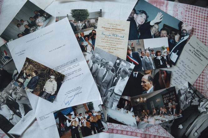 Souvenirs, photos, menus de banquet, chez François Dumarais, ancien maire de Planchez (Nièvre), le 6 avril 2021.