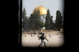 Les forces israéliennes se déploient dans l'enceinte de l'esplanade des Mosquées, lundi10mai.