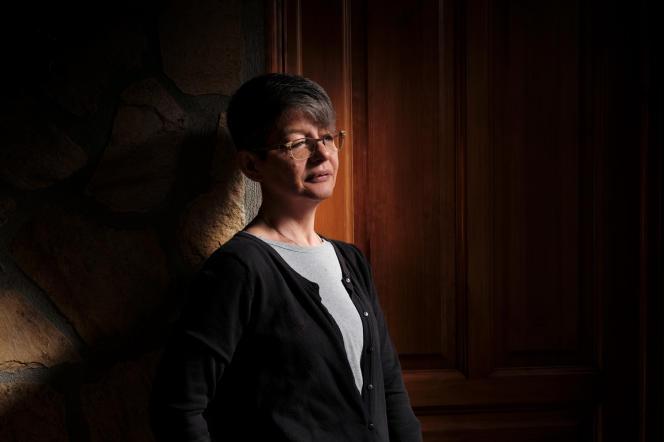 Véronique Roche, 52 ans, à Chabreloche (Puy-de-Dôme), le 12 mars 2021. Elle a vécu douze ans sous l'emprise de l'OxyContin.