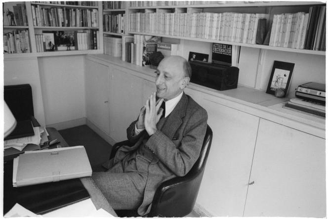 Jérôme Lindon, directeur des Editions de Minuit et grand artisan la loi Lang sur le prix unique du livre, dans son bureau, le 3 mai 1978.