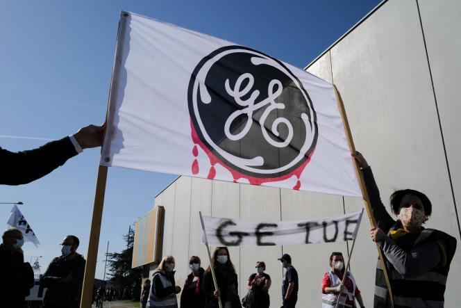 Manifestations d'employés de GE, à Belfort, le 29 mars 2021.