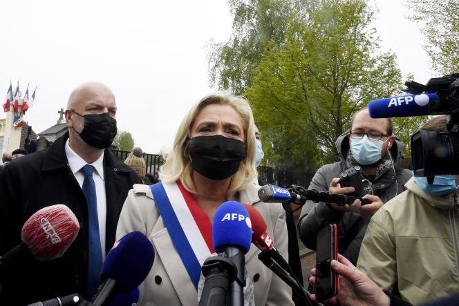 La présidente du Rassemblement national, Marine Le Pen, lors d'une conférence de presse à Hénin-Beaumont (Pas-de-Calais), le 8 mai 2021.