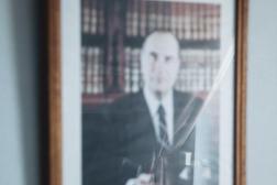 Un portrait de François Mitterrand dans le bureau de François Dumarais, ancien maire de Planchez (Nièvre), le 6 avril 2021.