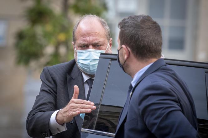 Le ministre de la justice, Eric Dupond-Moretti, se rendant à une réunion avec les syndicats de police à Matignon à Paris, le 10 mai 2021.