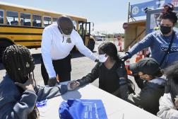 Vaccination des élèves d'un lycée à Hartford (Connecticut), le 26 avril 2021.