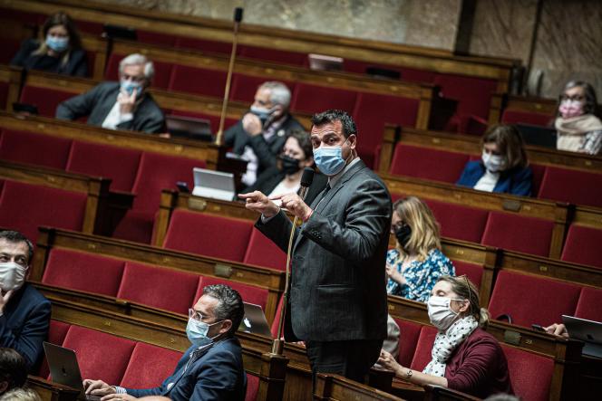 Le député MoDem Christophe Blanchet lors des débats sur leprojet de loi relatif àlagestion de la sortie de crise sanitaire, à l'Assemblée nationale, le 10 mai.