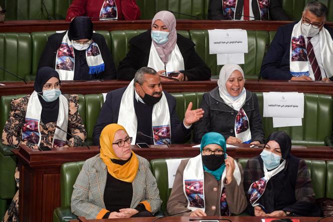 Des députés du parti Ennahda à l'Assemblée des représentants du peuple, à Tunis, le 26janvier 2021.