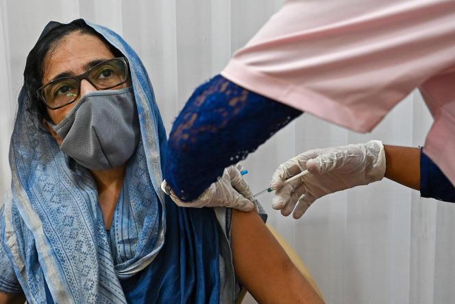 Vaccination contre le Covid-19, à Bombay, le 12 mai.
