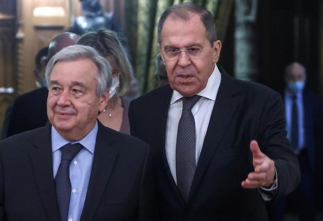 Le secrétaire général de l'ONU, Antonio Guterres, et le chef de la diplomatie russe, Sergueï Lavrov, à Moscou, mercredi 12 mai 2021. M. Guterres a appelé une nouvelle fois Israël et les Palestiniens à la «désescalade».