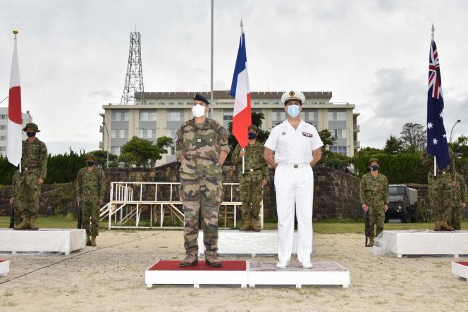 عکس افسران فرانسوی در هنگام مراسم پرتاب رزمایش نظامی در اردوگاه Ainura ، استان ناگازاکی ، ژاپن ، که توسط نیروهای خود دفاع زمینی ژاپن در 11 مه 2021 منتشر شده است.