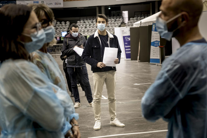 Au centre de vaccination du palais des sports de Gerland, à Lyon, ouvert entre 22 heures et minuit, le 11 mai 2021.