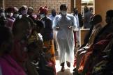 Organisation de la vaccination à l'AstraZeneca au centre de santé Ndirande à Blantyre, au Malawi, le 29 mars 2021.