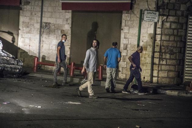Près de la mosquée d'Omar au centre-ville, dans le quartier mixte de Lod, où sont retranchés les jeunes Palestiniens, le 12 mai 2021.