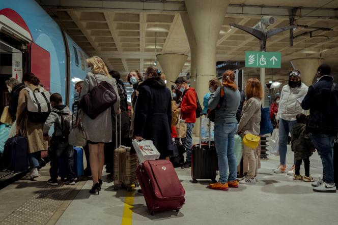 Départ pour un train Ouigo pour le pont du week-end de l'Ascension, à Marne-la-Vallée, le 12mai 2021.