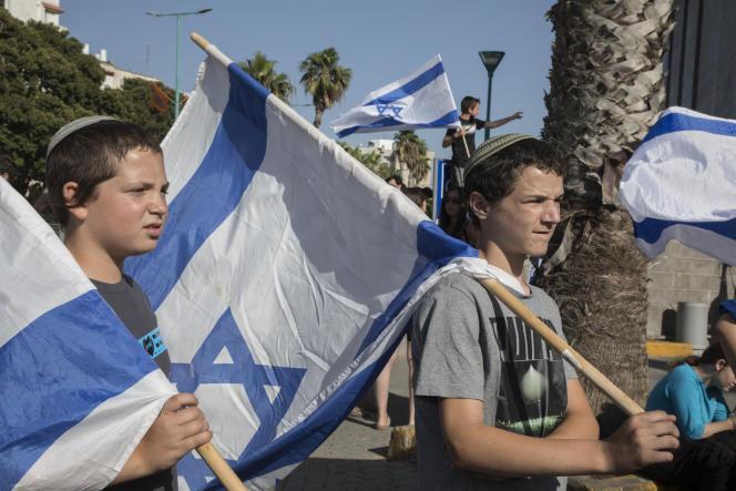 Manifestation de colons et de militants juifs devant la cour centrale du district de Lod, Israël, le 12 mai 2021.