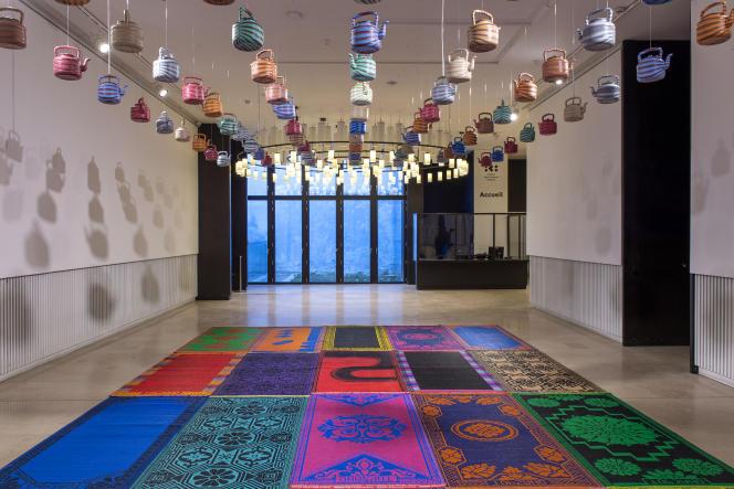 « U vé nkêh ?» (« Es-tu purifié ?»), de Salifou Lindou, 2021. Installation située à l'entrée de l'Institut des cultures d'islam, au 56 rue Stephenson, à Paris.