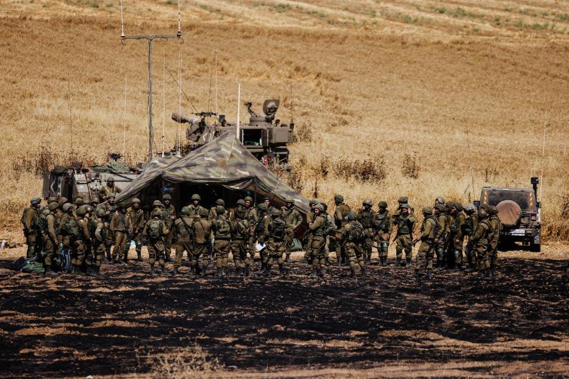 Des soldats israéliens se déploient à la frontière avec Gaza, le 14 mai.