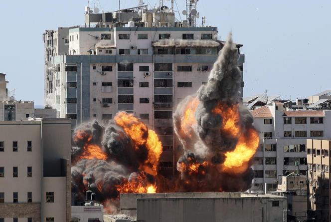 Le bâtiment abritant l'agence de presse américaine Associated Press et la chaîne de télévision qatarie Al-Jazeera a été détruit, samedi, par une frappe israélienne, à Gaza, en mai 2021.