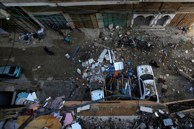 Dans la ville de Gaza après les bombardements du samedi 15 mai.
