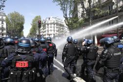 A 15 heures, alors que le cortège se formait à Barbès malgré la lourde présence policière, ils étaient dispersés par des canons à eau.