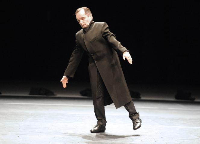 Le chorégraphe et danseur allemand Raimund Hoghe en train de répéter son ballet «Si je meurs laissez le balcon ouvert», le 29 juin 2010, au Théâtre de Grammont, à Montpellier.