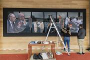 Lors de l'installation de l'exposition«Yitzhak Rabin/Amos Gitai», le 4 mars 2021, à la BNF à Paris.
