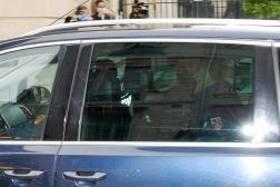Valentin Marcone arrive sous escorte policière au palais de justice de Nîmes, dimanche 16mai.