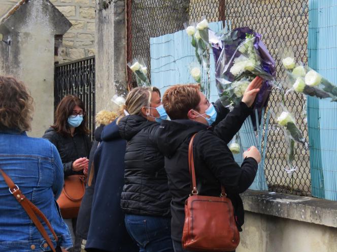 Le 17 mai 2021 lescollèguesd'Audrey Adamsesont réunis sur les lieux du drame pour une cérémonie en hommage à l'assistante sociale tuée le 12 mai 2021 àVirey-sous-Bar.
