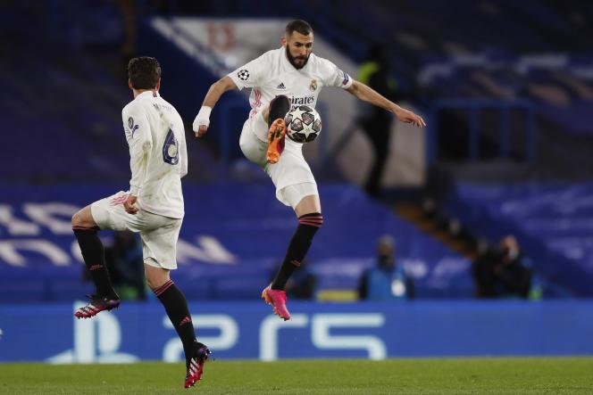 Karim Benzema bermain untuk Real Madrid melawan Chelsea, di Stamford Bridge di London pada 5 Mei 2021.