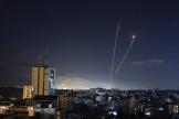Les roquettes envoyées de Gaza et stoppées par le Dôme de fer israélien, mardi 18 mai.