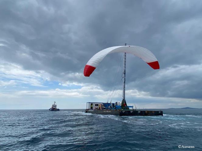 En avril, lors des essais en merde la voile SeaWing, au large des côtes méditérranéennes françaises.