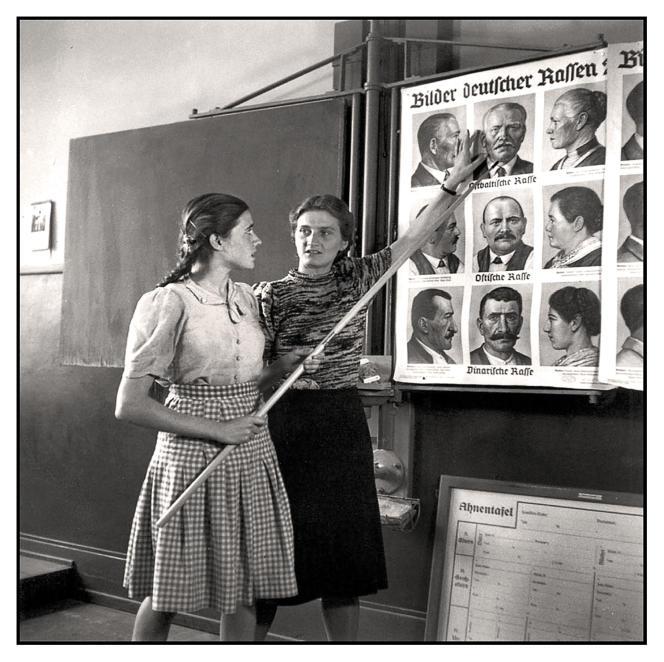 Enseignement des «races bâtardes» dans une école pour filles allemande, en 1943.