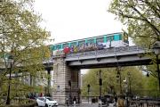 Une rame de métro graffée sur la ligne 6,le18 avril 2021, à Paris.