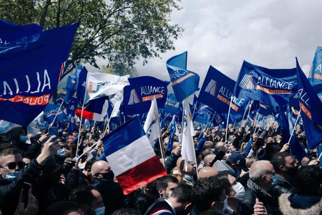 Rassemblement des policiers à l'appel de leurs syndicats devant l'Assemblée nationale, à Paris, le 19mai.