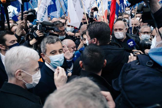 Le ministre de l'intérieur, Gérald Darmanin, lors du rassemblement des policiers devant l'Assemblée nationale, à Paris, le 19 mai.